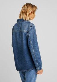 Tommy Jeans - WORKWEAR JACKET - Džínová bunda - save mid blue - 2