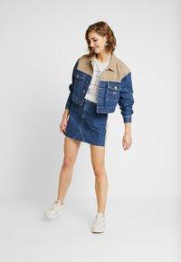 Tommy Jeans - CROPPED TRUCKER  - Denim jacket - blue denim - 1