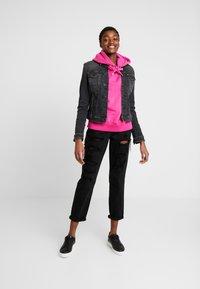 Tommy Jeans - SLIM TRUCKER VIVIAN - Veste en jean - pop black com - 1