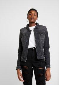 Tommy Jeans - SLIM TRUCKER VIVIAN - Veste en jean - pop black com - 0