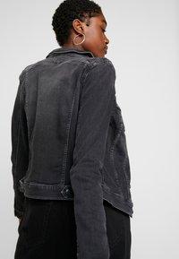 Tommy Jeans - SLIM TRUCKER VIVIAN - Veste en jean - pop black com - 4