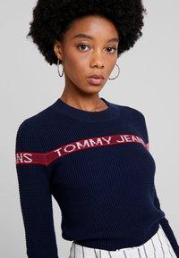 Tommy Jeans - LOGO STRIPE - Pullover - black iris - 3