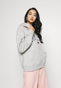 Tommy Jeans - CLASSICS LOGO HOODIE - Huppari - grey - 0