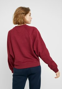 Tommy Jeans - LOGO RAGLAN - Mikina - rhododendron - 2