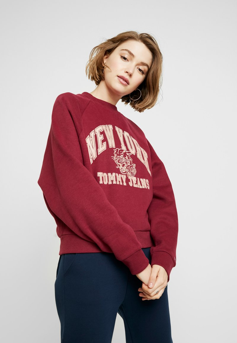Tommy Jeans - LOGO RAGLAN - Mikina - rhododendron
