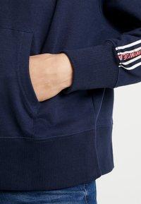 Tommy Jeans - TONAL TAPE HOODIE - Hoodie - black iris - 5