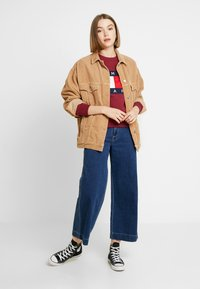 Tommy Jeans - TJW TOMMY FLAG CREW - Mikina - rhododendron - 1