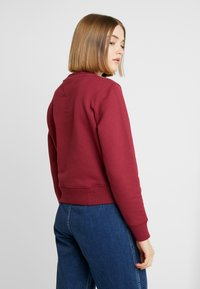 Tommy Jeans - TJW TOMMY FLAG CREW - Mikina - rhododendron - 2