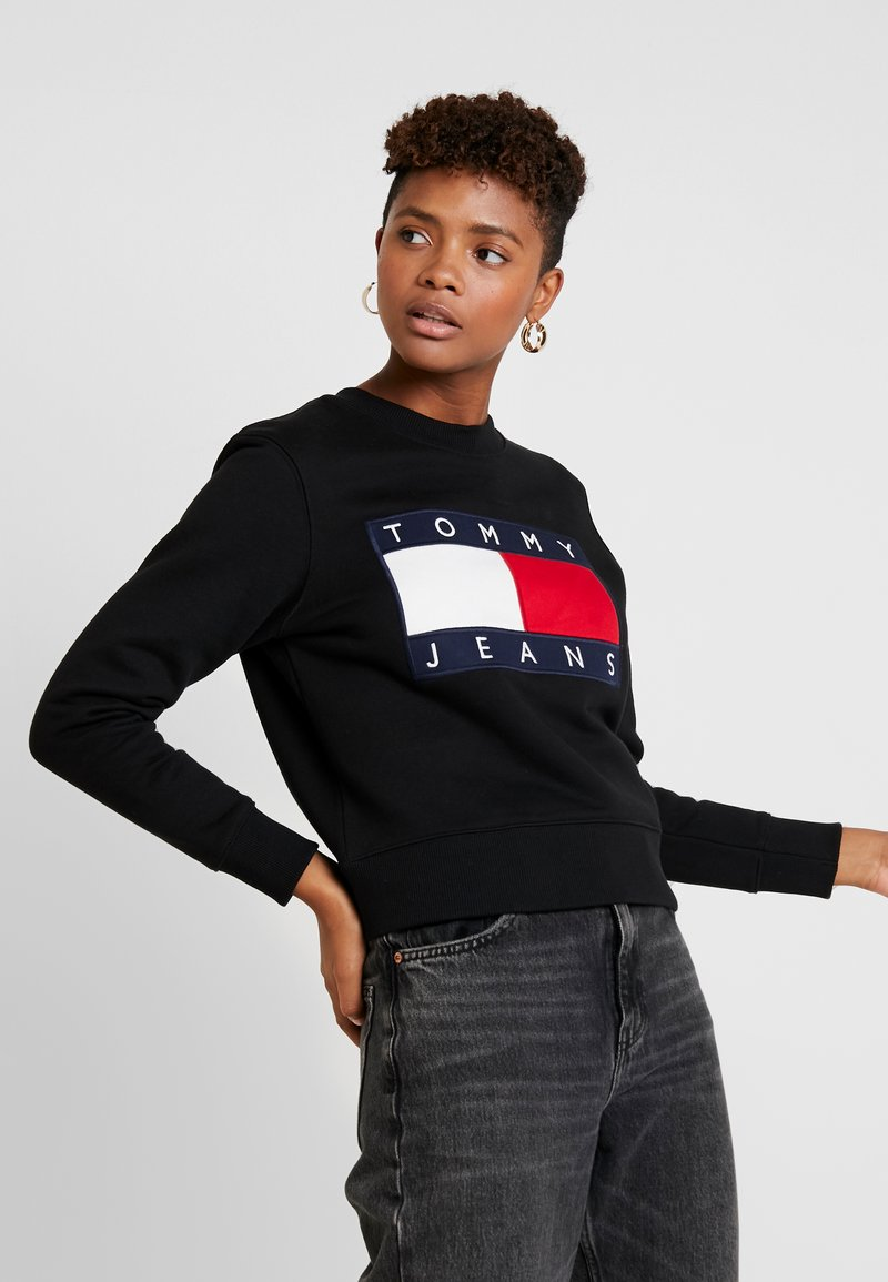 Tommy Jeans - TJW TOMMY FLAG CREW - Sweatshirt - black