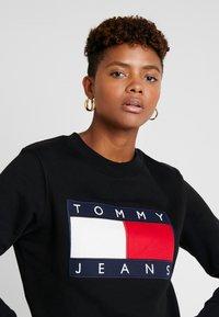 Tommy Jeans - TJW TOMMY FLAG CREW - Sweatshirt - black - 3