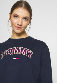 Tommy Jeans - NEON OUTLINE CREW - Sweatshirt - black iris - 3