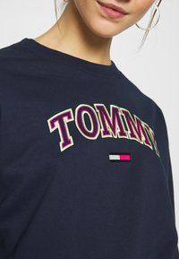 Tommy Jeans - NEON OUTLINE CREW - Sweatshirt - black iris - 5