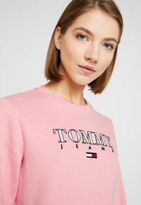 Tommy Jeans - ESSENTIAL LOGO - Sweatshirt - pink icing - 3