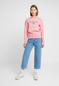 Tommy Jeans - ESSENTIAL LOGO - Sweatshirt - pink icing - 1