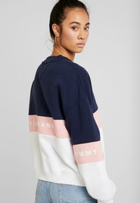 Tommy Jeans - COLORBLOCK CREW - Sweatshirt - classic white/multi - 3