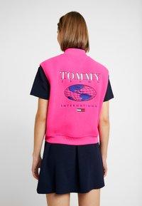 Tommy Jeans - POLAR GILET - Smanicato - pink - 2
