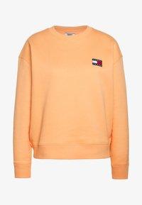 Tommy Jeans - BADGE  - Sweatshirt - melon orange - 3