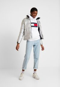 Tommy Jeans - METALLIC HOODIE - Sweat à capuche - white - 1