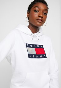 Tommy Jeans - METALLIC HOODIE - Sweat à capuche - white - 3