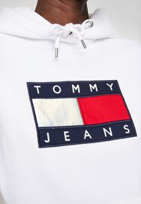 Tommy Jeans - METALLIC HOODIE - Sweat à capuche - white - 5