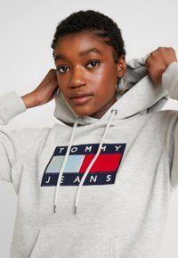 Tommy Jeans - METALLIC HOODIE - Hoodie - light grey heather - 3