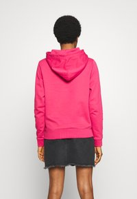 Tommy Jeans - TJW ESSENTIAL LOGO HOODIE - Mikina skapucí - blush red - 2