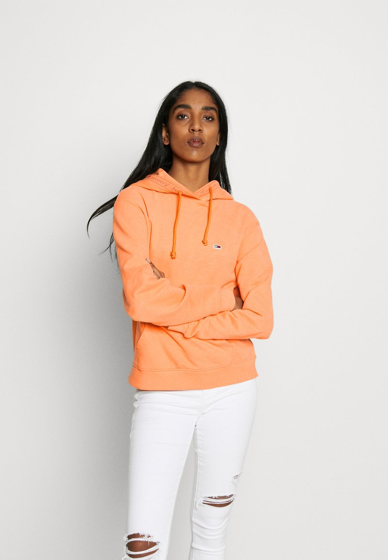 Tommy Jeans - BRANDED HOODIE - Hoodie - melon orange