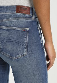 Tommy Jeans - MID RISE SKINNY NORA - Jeansy Skinny Fit - royal blue stretch - 4