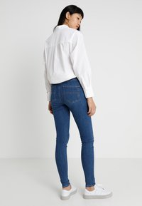 Tommy Jeans - HIGH RISE  - Jeans Skinny Fit - destiny mid blue - 2