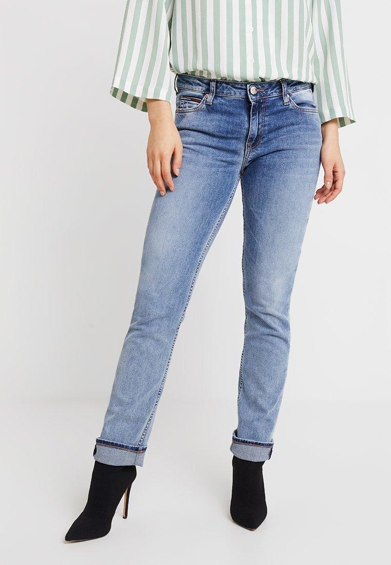 Tommy Jeans - MID RISE - Straight leg jeans - doux light blue