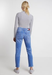 Tommy Jeans - HIGH RISE CROP - Džíny Slim Fit - blue denim - 2