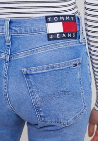 Tommy Jeans - HIGH RISE CROP - Džíny Slim Fit - blue denim - 5