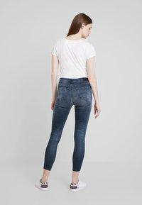 Tommy Jeans - LOW RISE SOPHIE 7/8 - Jeans Skinny Fit - dark blue denim - 2