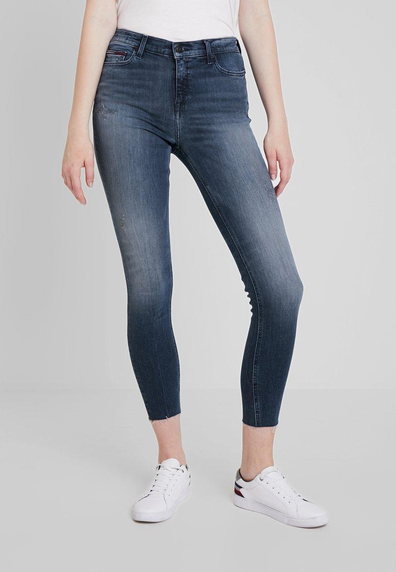 Tommy Jeans - LOW RISE SOPHIE 7/8 - Jeans Skinny Fit - dark blue denim