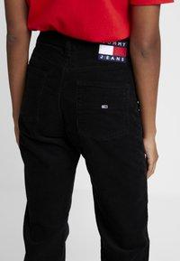 Tommy Jeans - HIGH RISE CROP 1990 - Bukse - black - 4