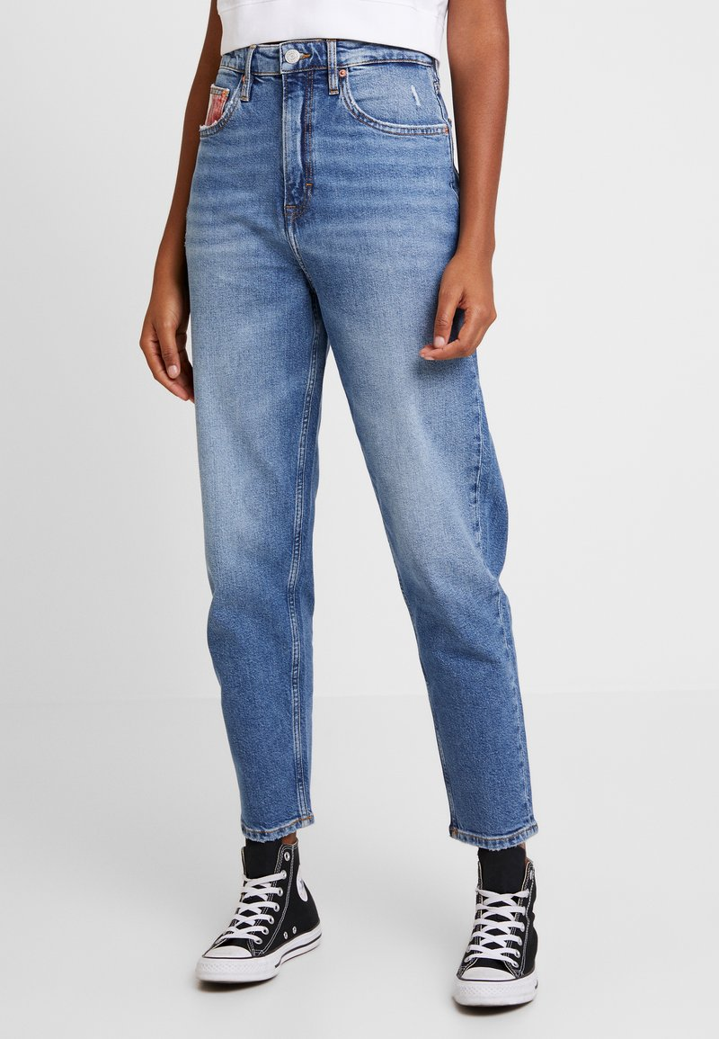 Tommy Jeans - HIGH RISE TAPERED  - Relaxed fit jeans - light blue