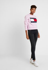 Tommy Jeans - SCARLETT - Jeans Skinny Fit - west black - 1