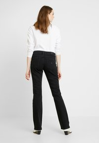 Tommy Jeans - MID RISE - Bootcut jeans - black denim - 2