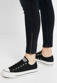 Tommy Jeans - MID RISE SKINNY NORA ZIP - Jeans Skinny - capitol - 4
