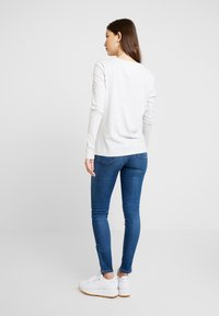Tommy Jeans - MID RISE SKINNY NORA ZIP - Jeans Skinny - diamond mid blue - 2