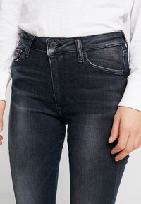 Tommy Jeans - HIGH RISE - Jeans Skinny - black denim - 4