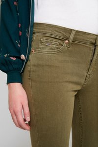 Tommy Jeans - NORA MID RISE - Jeans Skinny Fit - martini olive - 3