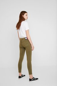 Tommy Jeans - NORA MID RISE - Jeans Skinny Fit - martini olive - 2