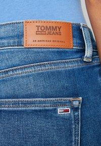 Tommy Jeans - NORA MID RISE SKNY ANKL ZIPMNM - Skinny džíny - maine mid bl str - 4