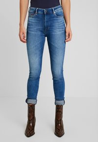 Tommy Jeans - TJ 2008 HIGH RISE SUPER SKNY MNM - Jeans Skinny - maine mid bl str - 0