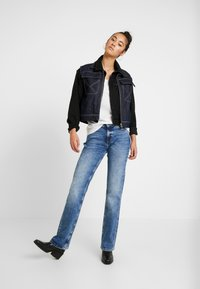 Tommy Jeans - MID RISE BOOTCUT - Bootcut jeans - light blue denim - 1