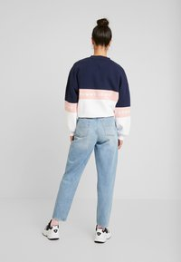 Tommy Jeans - MOM HIGH RISE TAPERED - Jeans relaxed fit - sunday light blue - 2