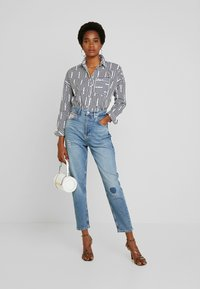 Tommy Jeans - MOM HIGH RISE - Relaxed fit jeans - acron - 1