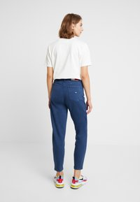 Tommy Jeans - HIGH RISE - Jeans Tapered Fit - estate blue - 2