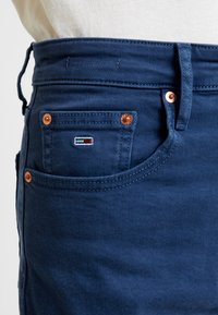 Tommy Jeans - HIGH RISE - Jeans Tapered Fit - estate blue - 3